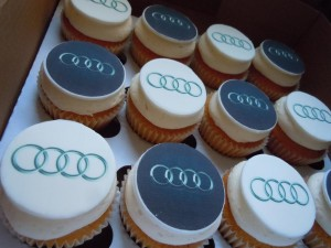 Корпоративные капкейки с логотипом Audi КК11 фото