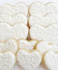 Свадебное печенье в виде белых сердечек СВ20 фото
