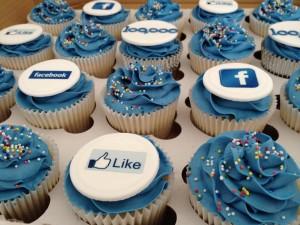 Корпоративные капкейки с логотипом Facebook КК10 фото