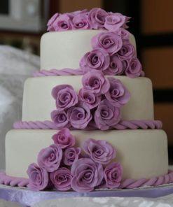 Свадебный белый трехъярусный торт с розовыми цветами СВ72 фото