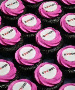 Корпоративные капкейки с логотипом компании КК9 фото