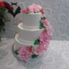 Свадебный торт с каскадом цветов из мастики СВ13 фото