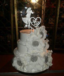 Свадебный торт с цветами и топпером СВ11 фото